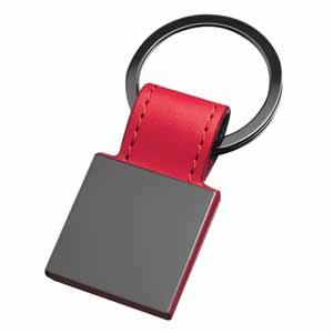 Брелок Магия черного квадратный; красный; 7,3х3 см; металл, иск. кожа
